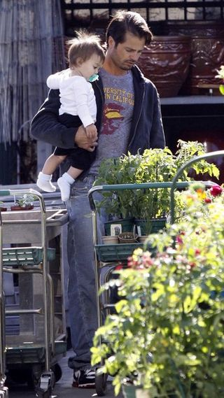 Brooke+Burke+Family+Out+Shopping+Plants+1xDsbMbfjz-l